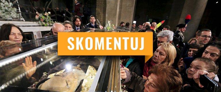 """T�umy przysz�y popatrze� na mumie w Watykanie. """"Spektakl"""" czy """"pobo�no��""""? [SKOMENTUJ]"""