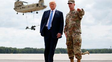 13.08.2018, Fort Drum w stanie Nowy Jork, Donald Trump wśród żołnierzy.