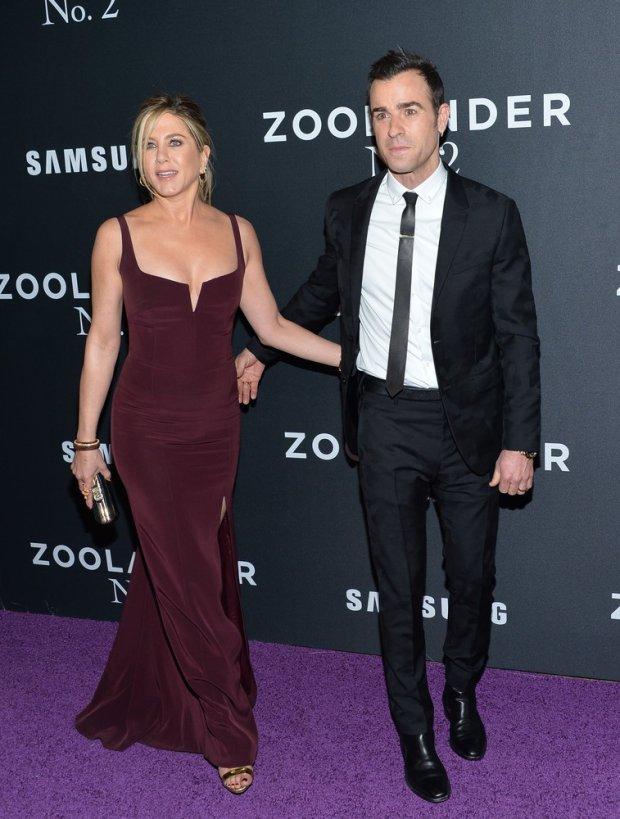Zdjęcie numer 2 w galerii - Jennifer Aniston dawno nie wyglądała tak przeciętnie. Za to jej mąż skradł całe show.