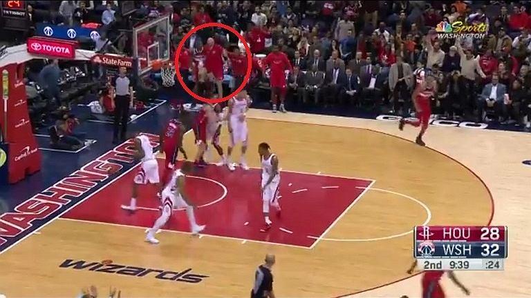 Marcin Gortat podczas meczu Washington Wizards - Houston Rockets