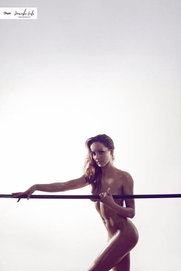 Zdjęcie numer 4 w galerii - Rozebrane atletki. Naga fotografia sportowa Dominiki Cuda