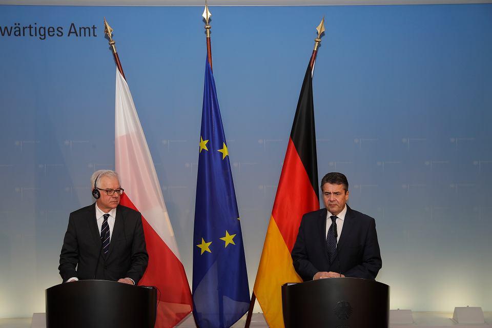 Niemiecki szef MSZ Sigmar Gabriel i jego polski odpowiednik Jacek Czaputowicz