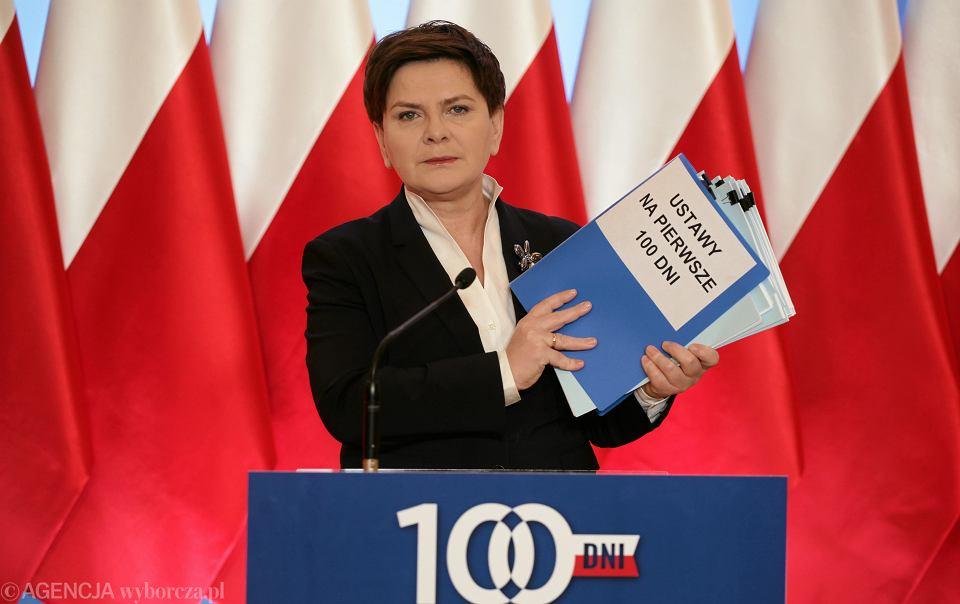 Po 100 dniach rządu gabinet Beaty Szydło jest oceniany niemal pół na pół