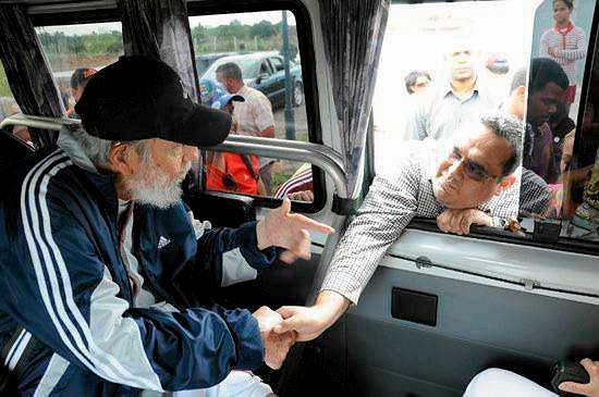 Fidel Castro wita delegację Wenezuelczyków