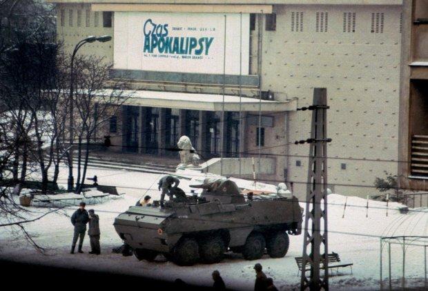Warszawa, 14 grudnia 1981 rok (fot. Chris Niedenthal)