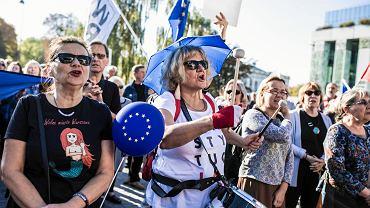 Pl. Krasińskich. Manifestacja przeciw nacjonalizmowi