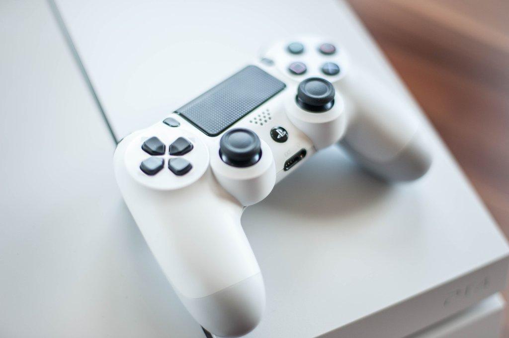 Nowa, biała Playstation 4