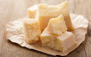 Alkohol w kuchni: jak dobrać wino do sera, ser parmezan