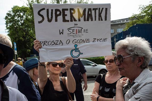 """Rodzice osób niepełnosprawnych wzywają pod Sejm. """"Polska dla wszystkich!"""""""