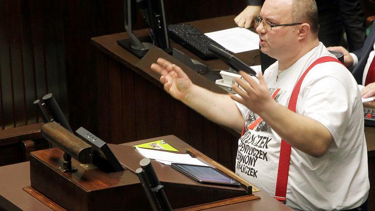 Poseł Rafał Wójcikowski podczas debaty nad ustawą 500 +