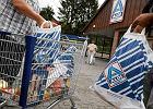 Niemcy: skandal w Aldi. Krępowali folią, grozili zamknięciem w chłodni