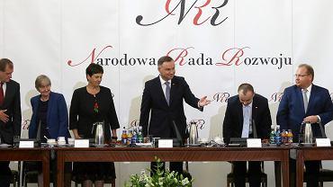 Posiedzenie Narodowej Rady Rozwoju. Prezydent RP Andrzej Duda prezentuje pytania w referendum konstytucyjnym. Warszawa, Pałac Prezydencki, 12 czerwca 2018