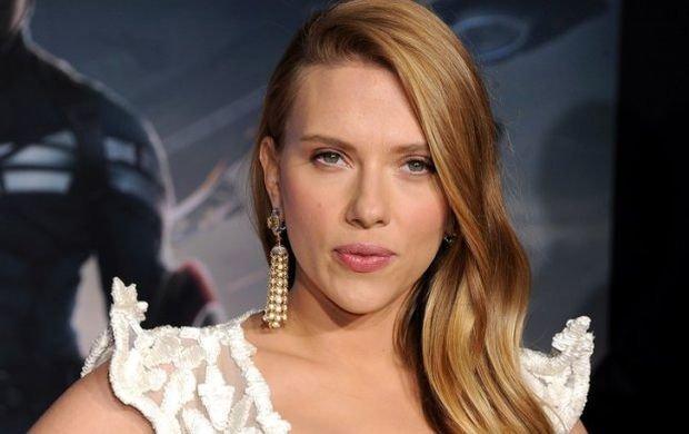 Scarlett Johansson w zaawansowanej ci��y i nowej, kr�tkiej fryzurze. Ekstremalne ci�cie