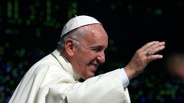 Dzi� przekazanie papie�owi kluczy do Krakowa i przejazd tramwajem na B�onia