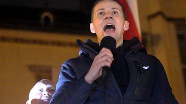 Jacek Międlar podczas marszu narodowców w listopadzie 2017 r.