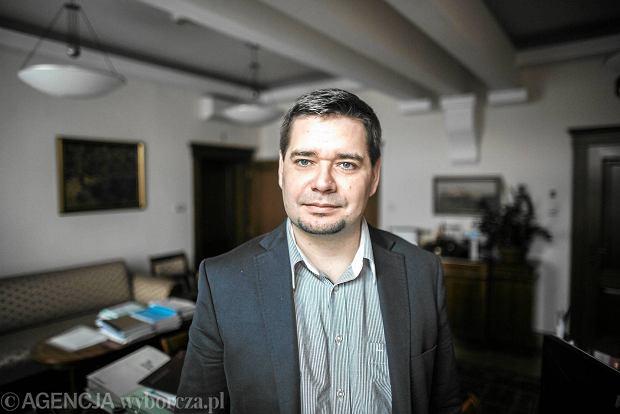 """""""Za moim zwolnieniem stoj� �rodowiska zwi�zane z """"Wyborcz�"""" i TVN"""". Kr�likowski �ali si� w """"Go�ciu Niedzielnym"""""""