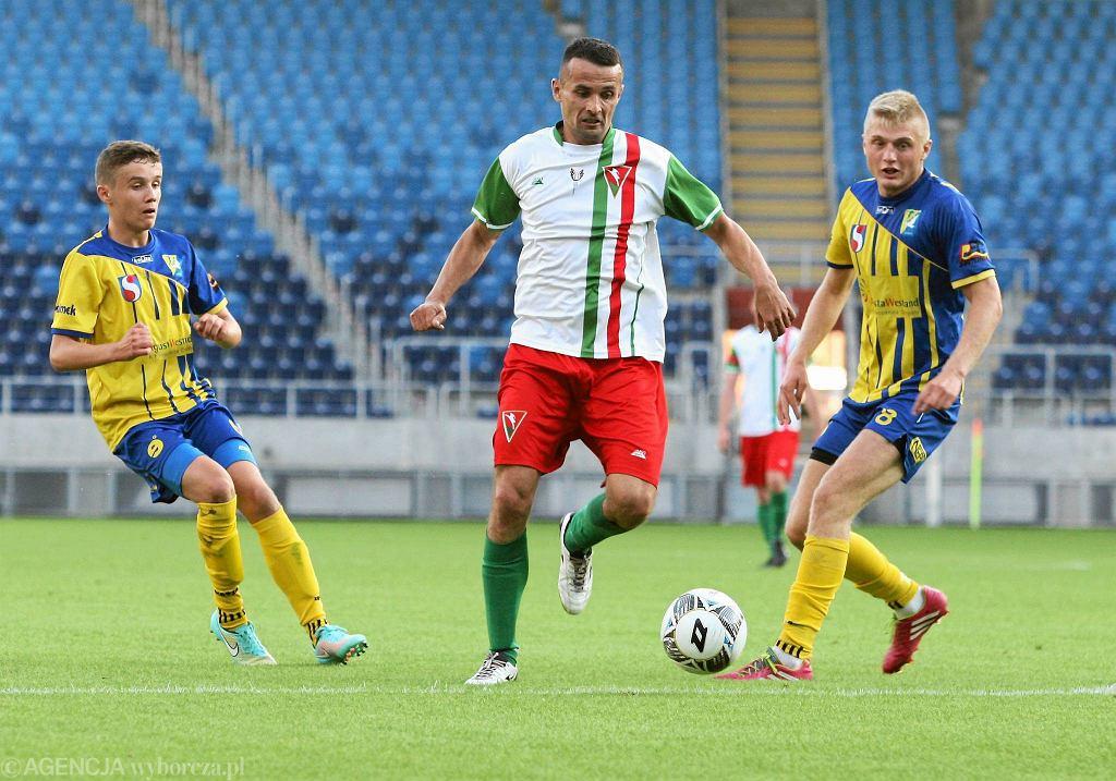 Piłkarze Lublinianki (w czerwonych spodenkach) w tym sezonie są niepokonani