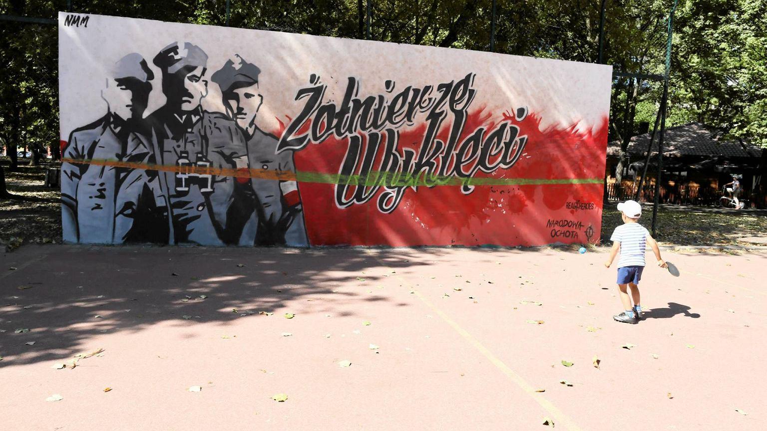 Szcz liwice na cianie do tenisa powsta mural z for Mural ursynow