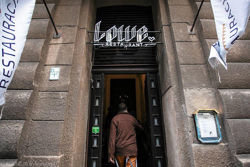 Wejście do restauracji 'Lowe' przy ul. Poznańskiej 38/42 / DAWID ZUCHOWICZ