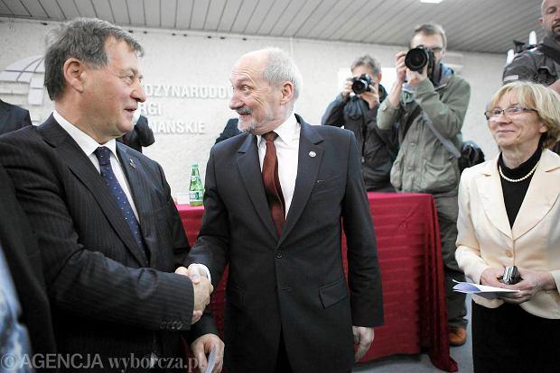 27 kwietnia 2013 r. Antoni Macierewicz  odbiera medal Przemysła II - odznaczenie Akademickiego Klubu Obywatelskiego