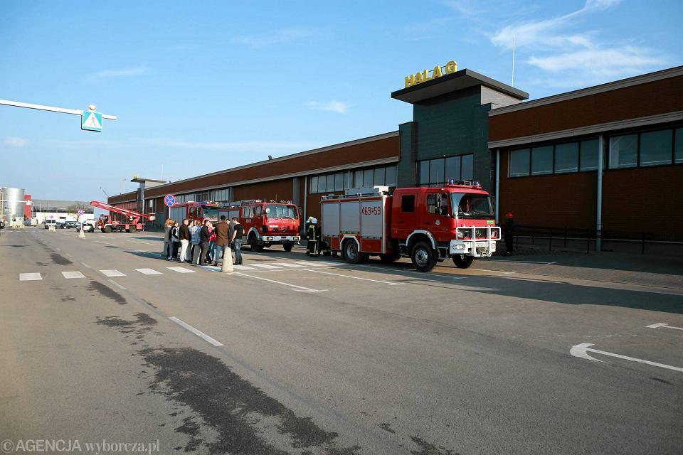 c2acad6a2dd31 Zdjęcie numer 13 w galerii - Pożar w CH Ptak. 20 zastępów straży pożarnej w