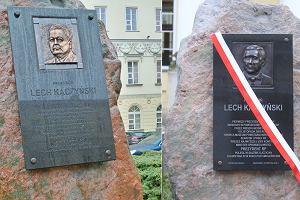 Po cichu zmieniono płaskorzeźbę na głazie Lecha Kaczyńskiego przed ratuszem