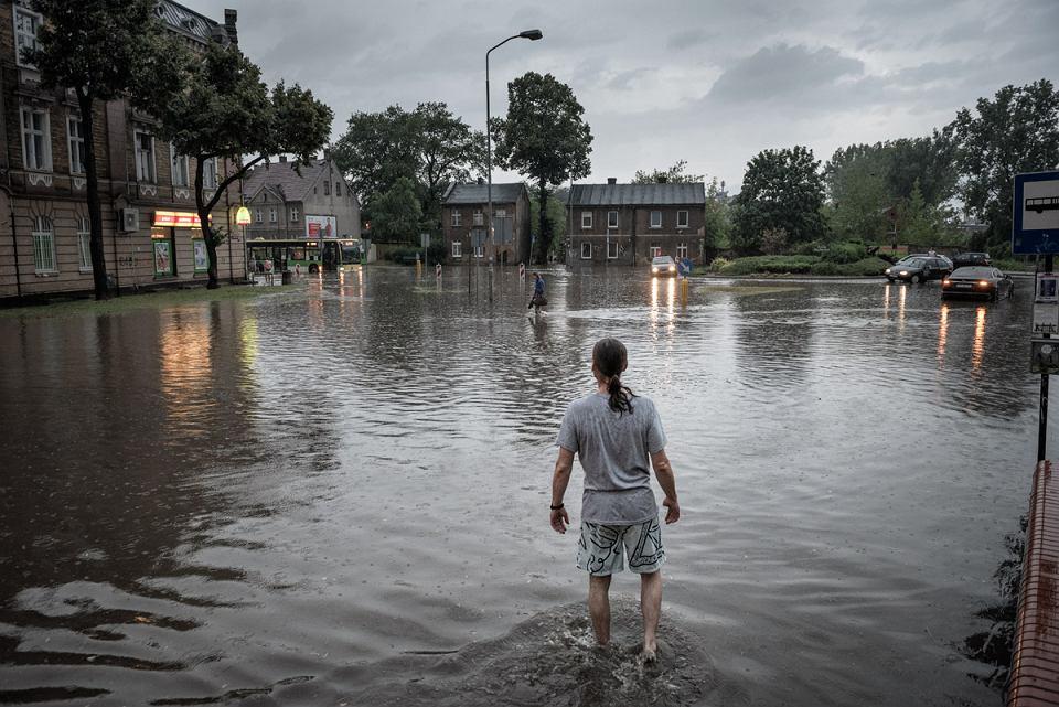 Zdjęcie numer 1 w galerii - Starówka, dworzec, nawet Focus: pływało całe miasto [GALERIA PO WIELKIEJ ULEWIE]