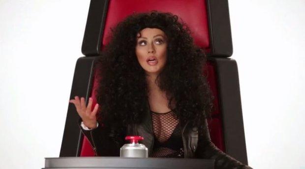 Piosenkarka wcieliła się w Britney Spears, Miley Cyrus, Shakirę, Cher, Się i Lady GaGę.
