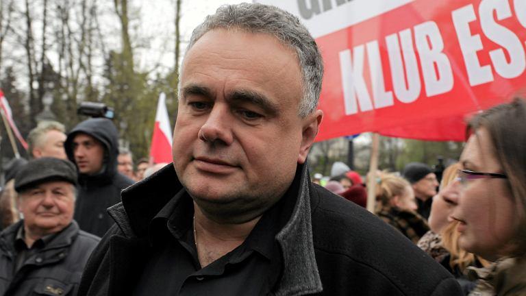 Tomasz Sakiewicz podczas demonstracji pod ambasadą Rosji