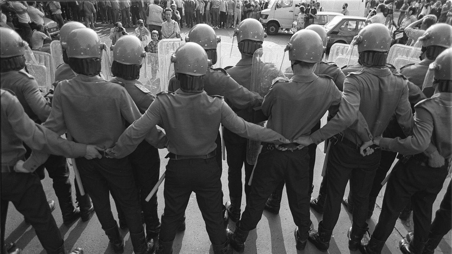 Milicja przed Sejmem, 1989 rok