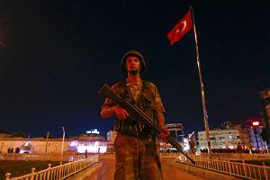 Zamach stanu w Turcji. Upokorzone wojsko wyszło na ulice