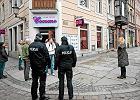 Akcja policji w klubie Cocomo w Poznaniu w zwi�zku ze �ledztwem w sprawie oszukiwania klient�w