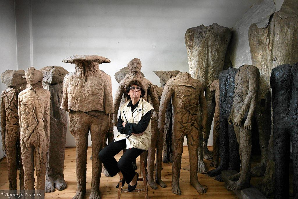 a biography of magdalena abakanowicz a polish artist Magdalena abakanowicz (20 june 1930 - 20 april 2017) was a polish sculptor and fiber artist she is notable for her use of textiles as a sculptural medium she is widely regarded as one of poland's most internationally acclaimed artists she was a professor at the academy of fine arts in poznań.