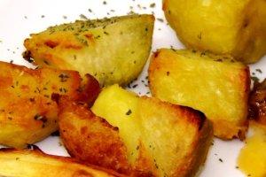 Pieczone ziemniaki w g�sim smalcu z rozmarynem [�atwy przepis]