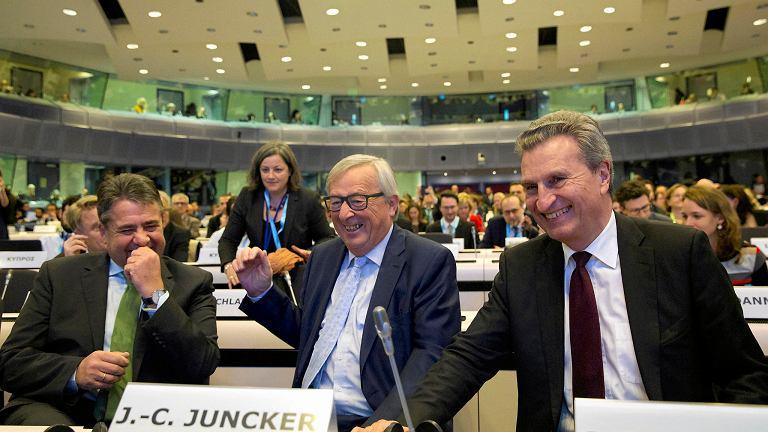 Od lewej: niemiecki minister spraw zagranicznych Sigmar Gabriel, przewodniczący Komisji Europejskiej Jean-Claude Juncker i komisarz UE ds. budżetu Guenther Oettinger podczas konferencji dotyczącej wieloletniego budżetu Unii, Bruksela 8 stycznia 2018 r.