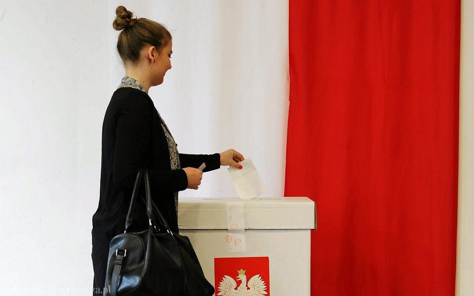 Wybory prezydenckie. Obwodowa komisja wyborcza przy ul. Skarbinskiego 5 w Krakowie, 24 maja 2015