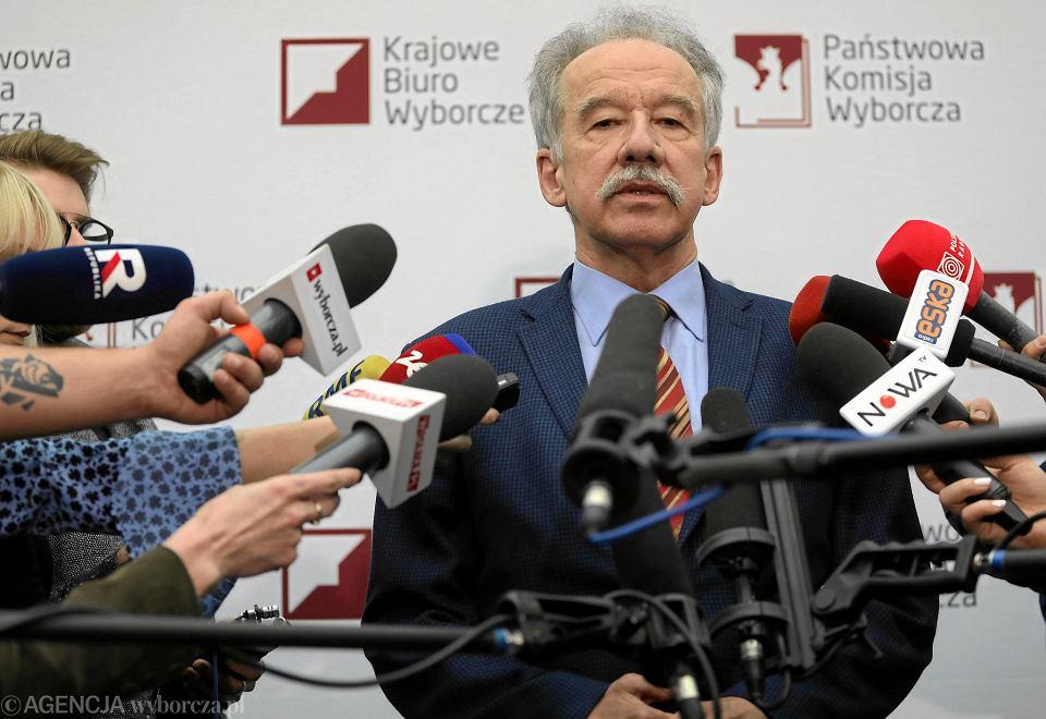21.02.2018, przewodniczący Państwowej Komisji Wyborczej Wojciech Hermeliński ogłasza wyniki przesłuchania kandydatów na szefa Krajowego Biura Wyborczego.