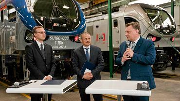 Podpisanie umowy między firmą Pesa a Polskim Funduszem Rozwoju