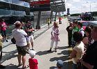"""Czytelnicy """"Gazety"""" na spacerze po terenie i nowym terminalu lotniska w Modlinie, który odbył się 14 lipca 2012 roku. Oprowadzała Edyta Mikołajczyk z biura prasowego portu."""