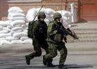 Litwa wprowadza obowi�zek s�u�by wojskowej. M�odzi m�czy�ni p�acz�, kobiety portretuj� ich emocje