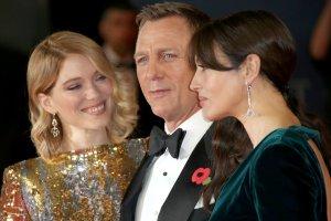 """James Bond i jego dziewczyny na premierze filmu """"Spectre"""" w Londynie. To nie Bellucci by�a gwiazd� wieczoru. Pojawili si� ksi��� William i ksi�na Catherine"""