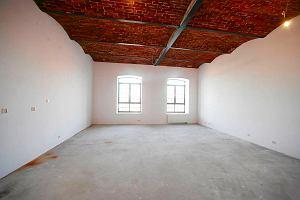 Licytacja loft�w U Scheiblera: sprzedany jeden budynek, dzi� dogrywka