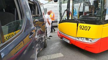 Wypadek autobusu na ulicy Roentgena