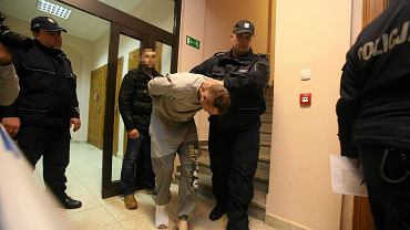 Porywacz 12-latki z Golczewa Ryszard D. wyprowadzany z sądu po posiedzeniu aresztowym