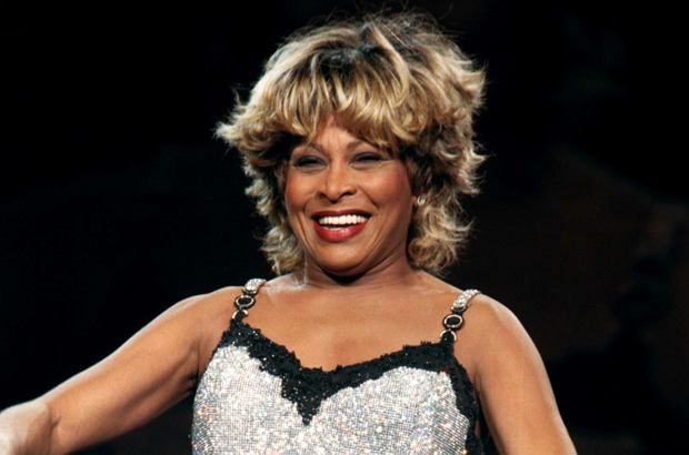 Tina Turner obecnie jest na emeryturze i rzadko odwiedza medialne eventy. Tym razem zrobiła wyjątek i pojawiła się na imprezie w Londynie, związanej z promocją spektaklu o niej samej. Wygląda obłędnie!