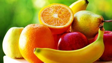 Bogatym źródłem potasu są przede wszystkim owoce i warzywa. Najwięcej jest go m.in. w bananach oraz pomarańczach