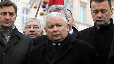 Jarosław Kaczyński na pierwszej w 2016 r. miesięcznicy smoleńskiej
