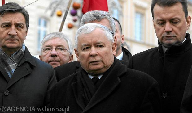 Jaros�aw Kaczy�ski na pierwszej w 2016 r. miesi�cznicy smole�skiej