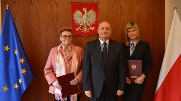 Nowa prezes WFOŚiGW Jolanta Ratajczak, wojewoda Zbigniew Hoffmann i wiceprezes WFOŚiGW Aleksandra Durowska