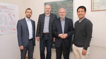 Wyniki badań z zakresu biologii molekularnej, w które zaangażowani byli prof. Aleksander Weron i dr hab. Krzysztof Burnecki, prof. PWr z Wydziału Matematyki, zostały opublikowane w ostatnim październikowym numerze 'Nature'